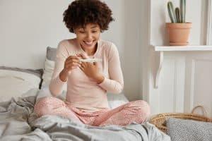 Beispielbild zu: Schwangerschaftstest: Ab wann und wie sicher? | pregfit